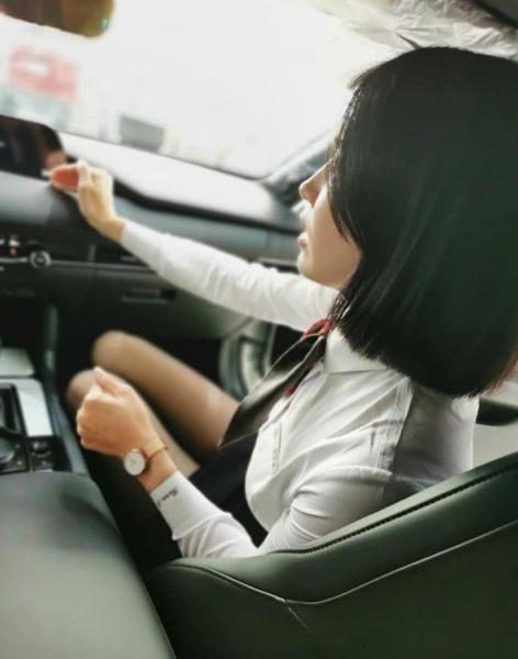 賞車遇女神業務!「黑絲+天使顏」太強大…網笑:想換車了